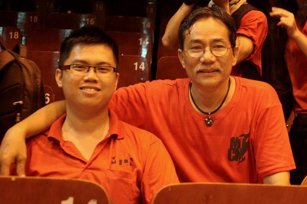 Chan dung Thang Dung truong khoa va Vu Khoa cuu sv - dong san lap Hoa Sac